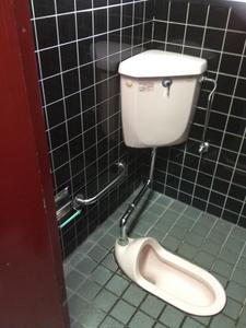 女子トイレ着工前2.JPG